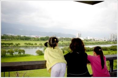 荳芽.蝴蝶和Carol.宜蘭河畔