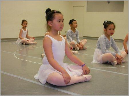 荳芽 .雲門舞集.基礎芭蕾課 ※ 好好的正視自己的身體、認識自己的身體,然後,妳才可能看清自己、調整自己⋯⋯